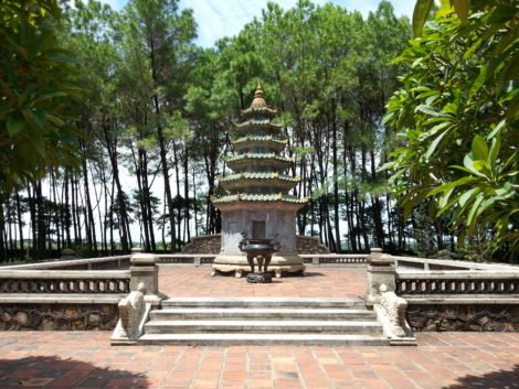 Shrine in the gardens of Thien Mu Pagoda