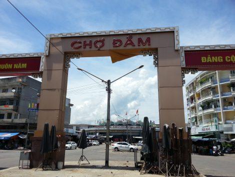 Entrance to Dam Market in Nha Trang