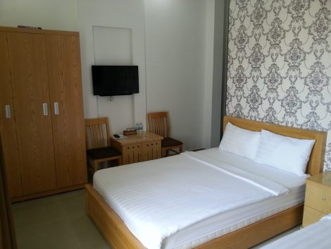 Twin bedroom at the Truc Hung Hotel