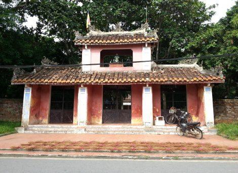 Entrance to Dieu Du Pagoda