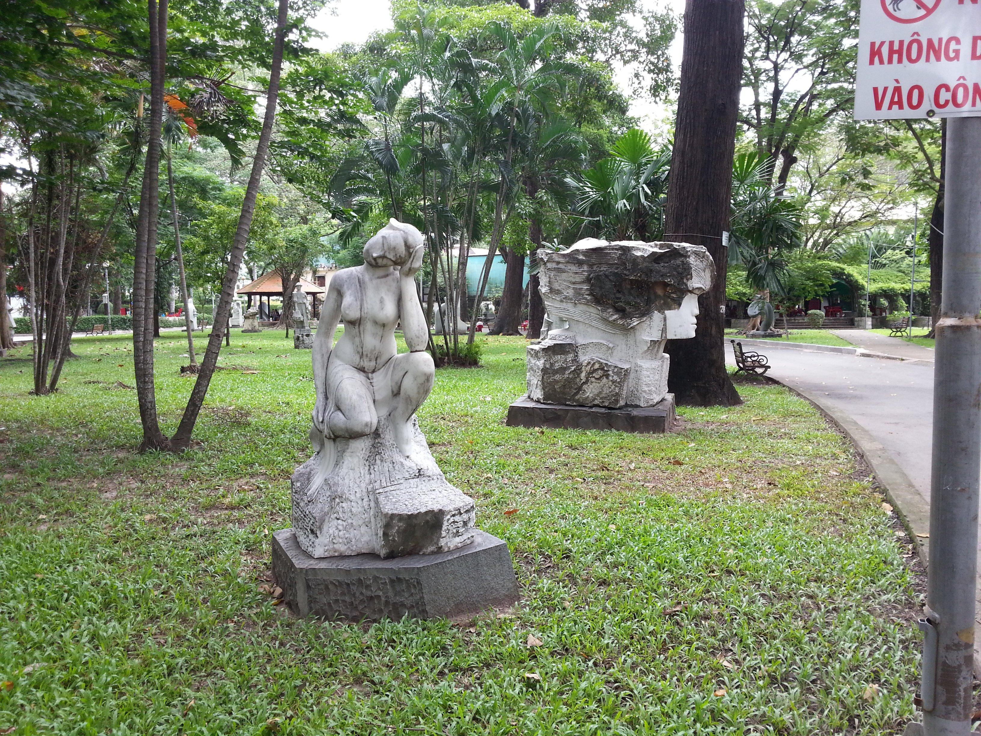 More sculptures in Tao Dan Park