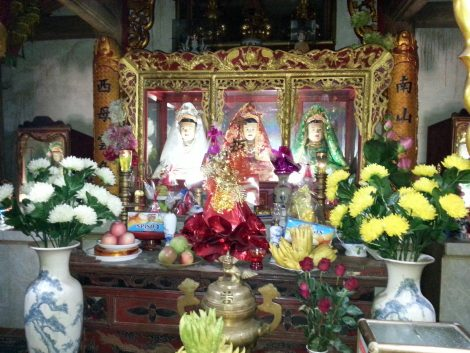 Mother Lieu Hanh shrine at Mau Son Temple