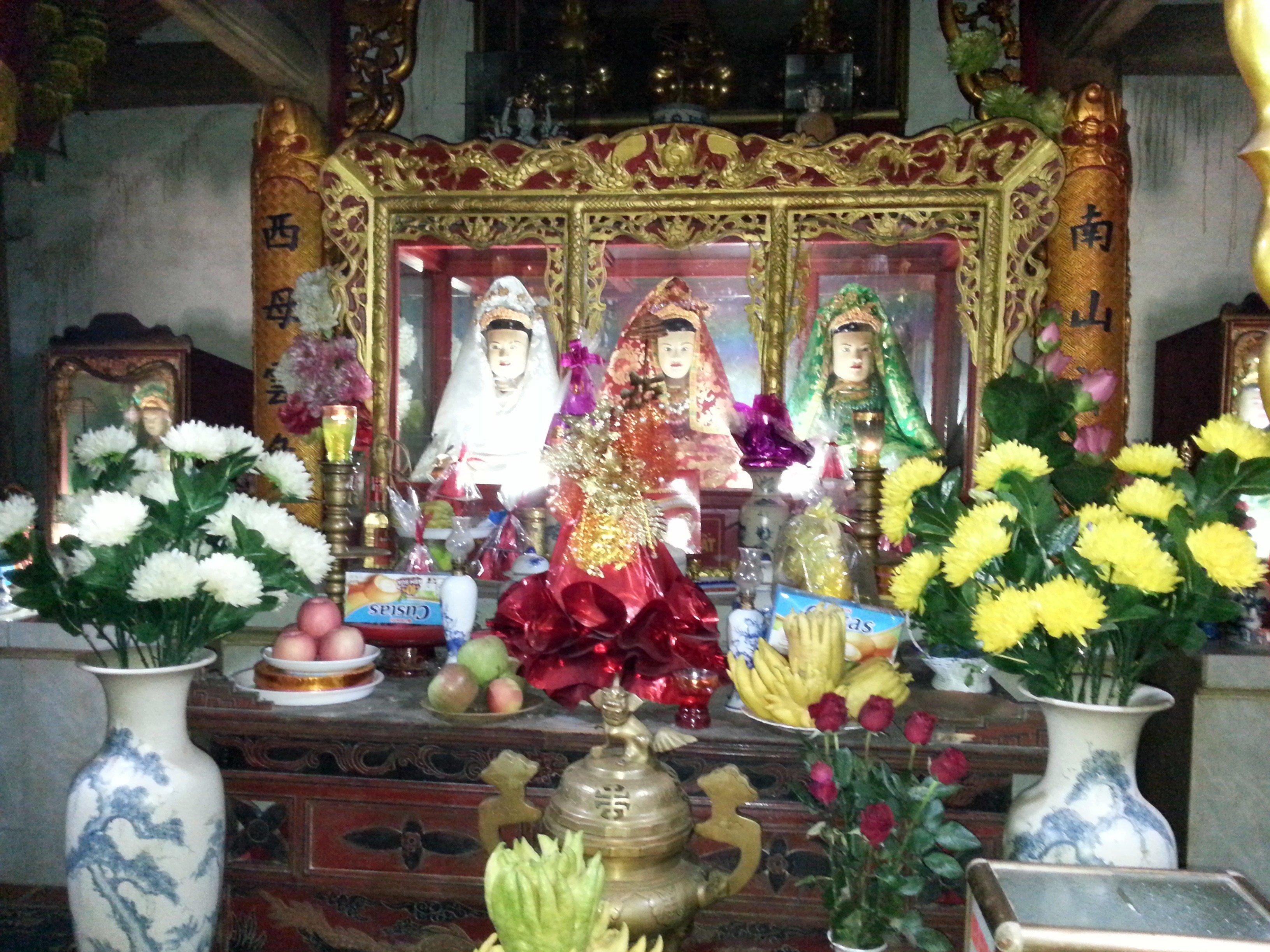 Mother Lieu Hanh shrine at Mau Son Temple
