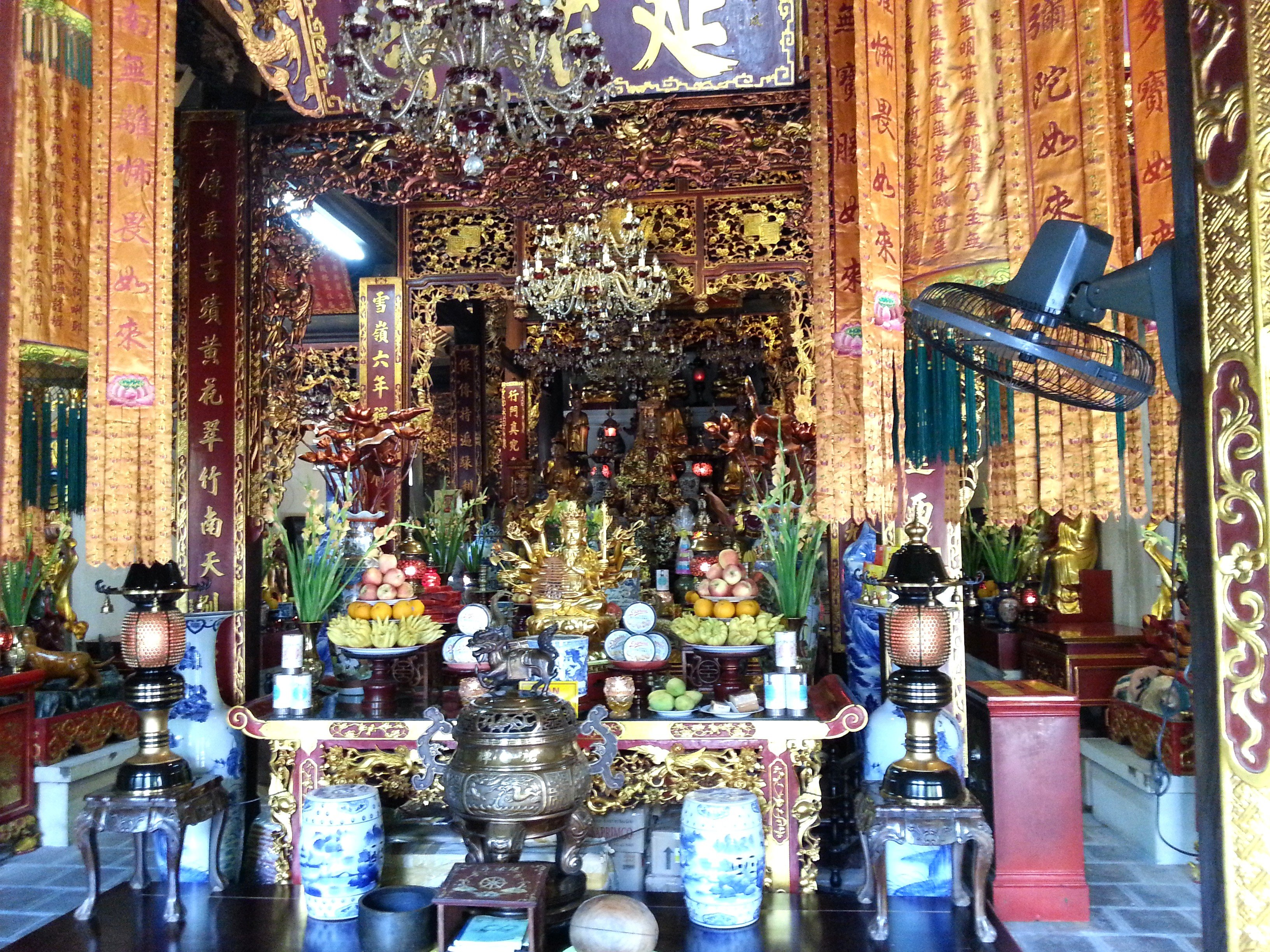 Avalokiteśvara Shrine at Chua Dien Huu Pagoda