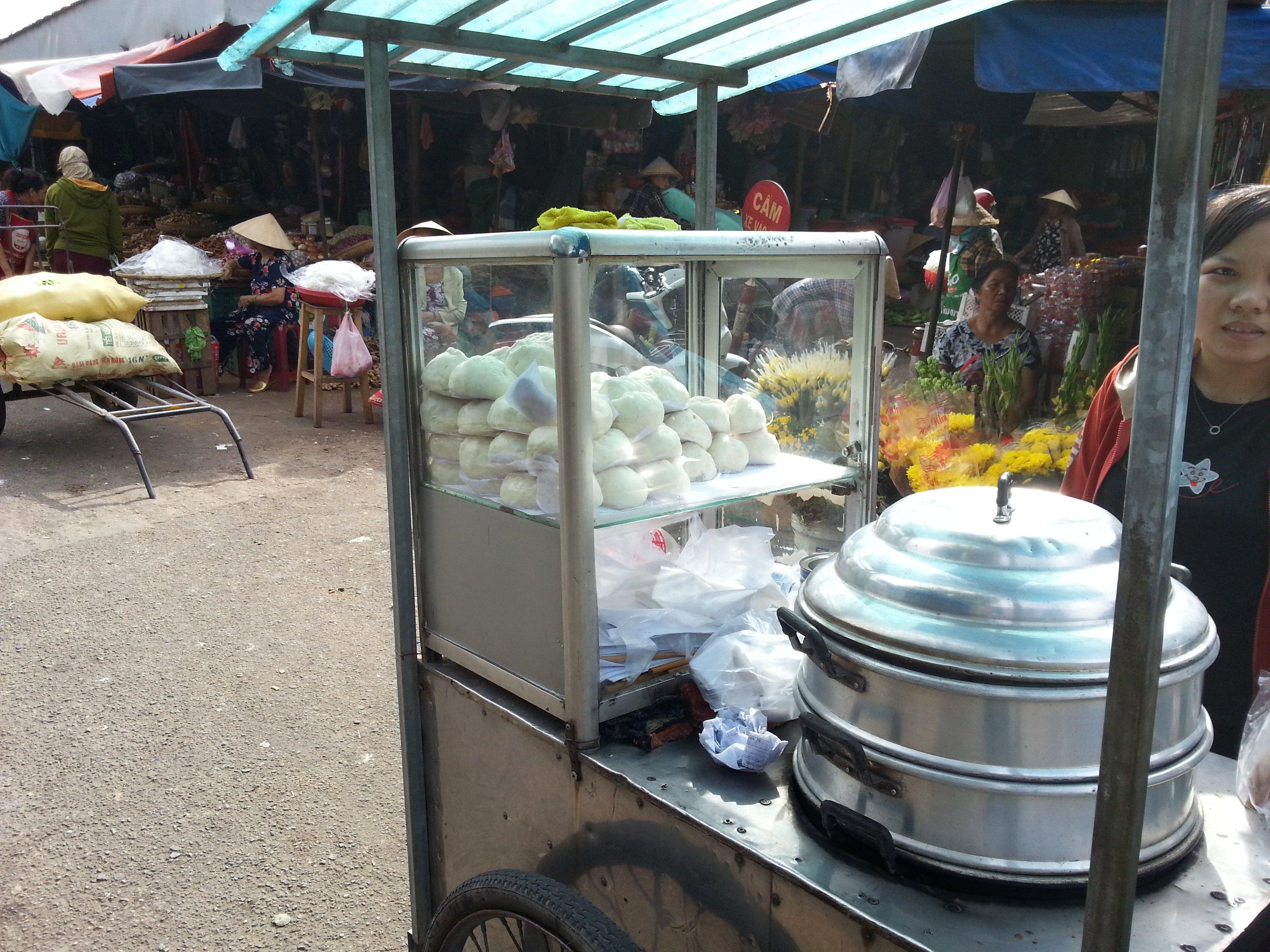 Bao vendor at Dong Ba Market