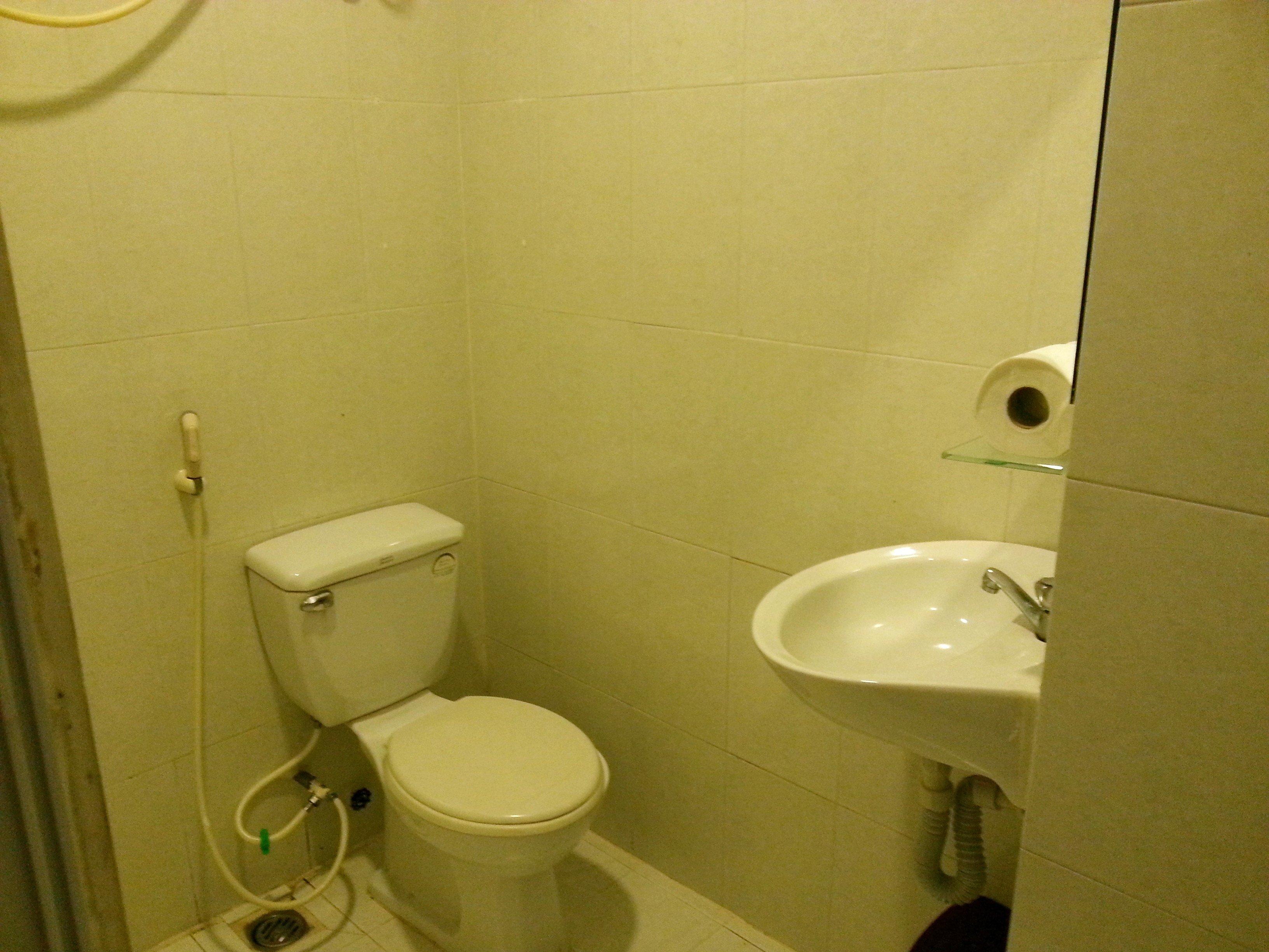 Bathroom at the Ha Vy Hotel