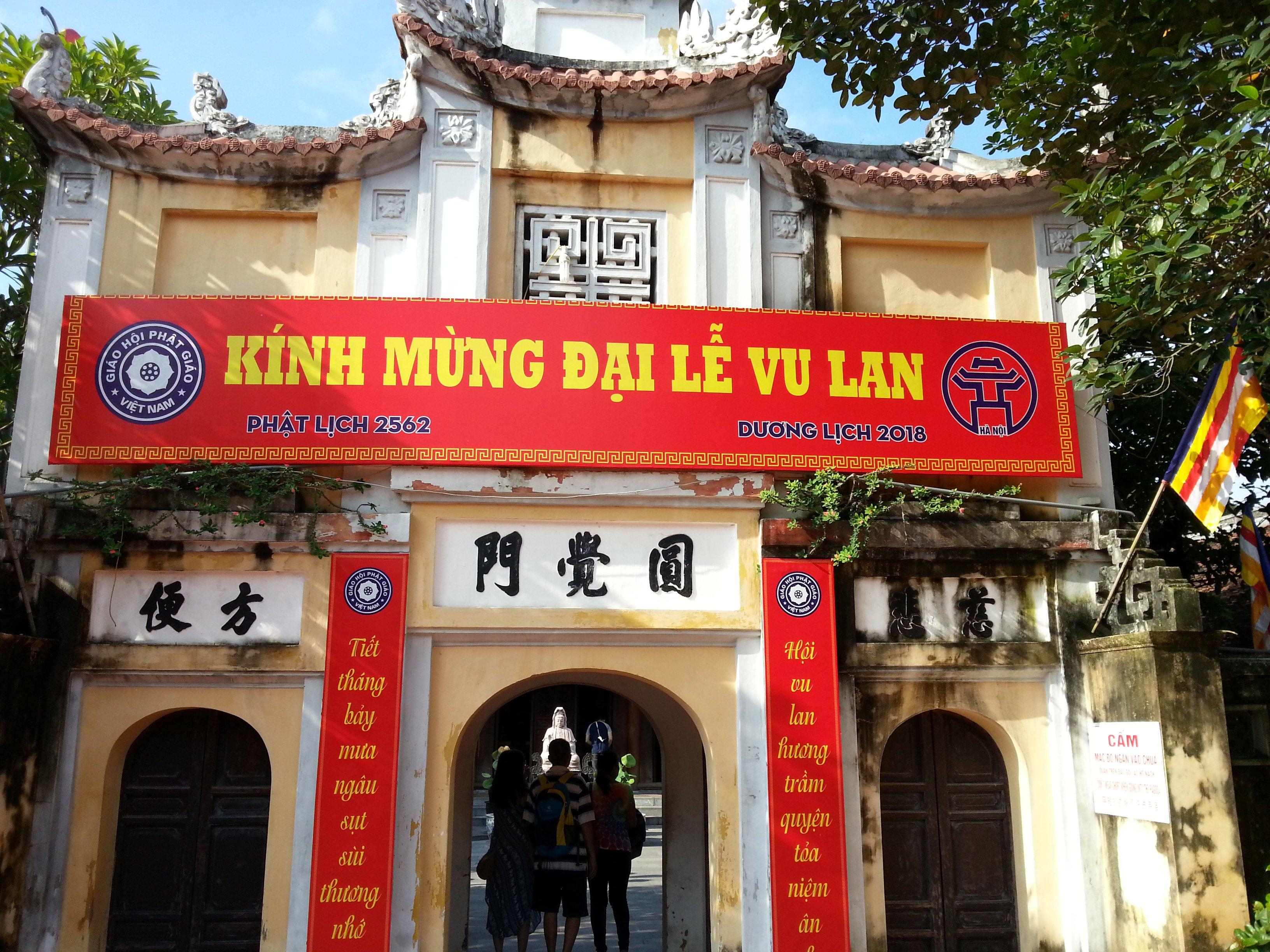Entrance to Chua Dien Huu Pagoda