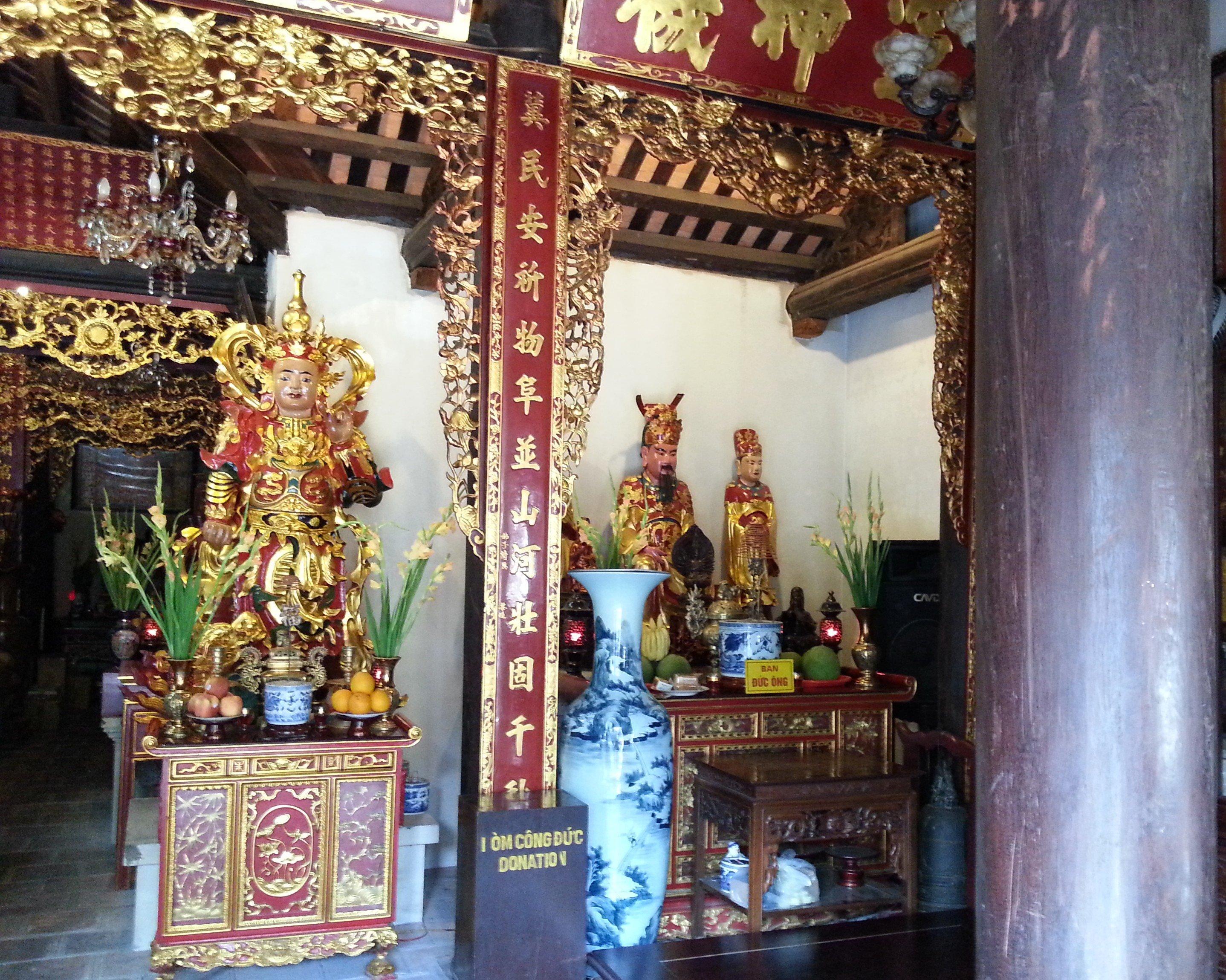 Guan Yu and Confucius shrines at Chua Dien Huu Pagoda
