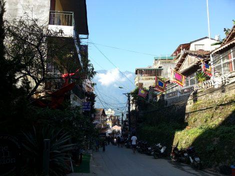 Walk along to the Fansipan Road in Sapa start the walk