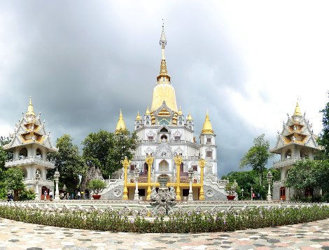 Buu Long Pagoda in Ho Chi Minh City